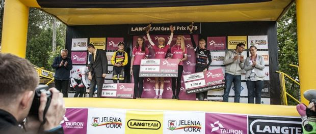 wpid-podium-elita-kobiet-jelenia-góra-trophy.jpg.jpeg